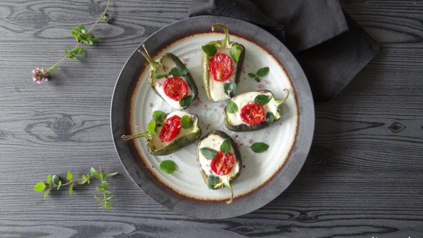 Geroosterde snackpaprika's met mozzarella