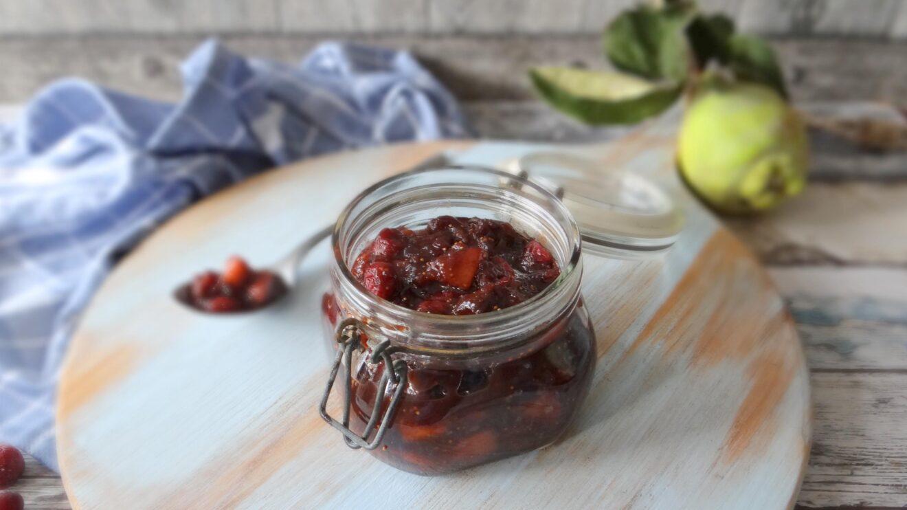 Kweepeer en cranberry chutney