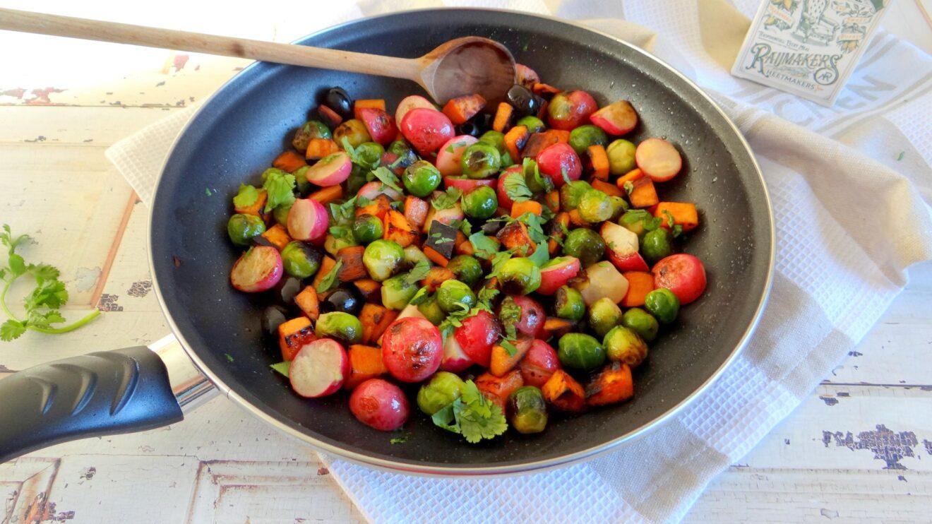 Zoete aardappelschotel met spruitjes