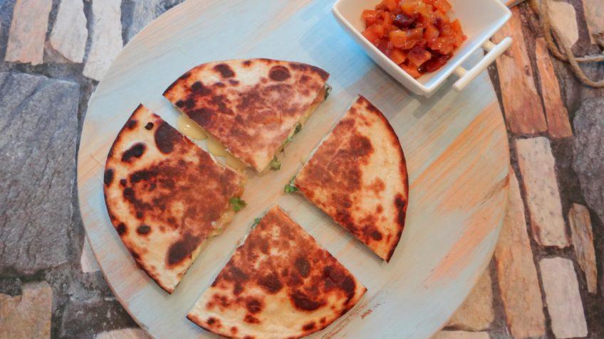Quesadilla's met kalkoen, camembert en mangochutney