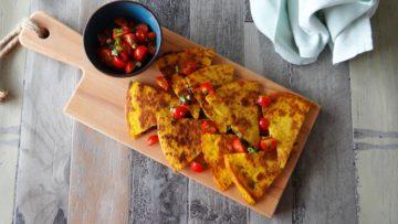 Quesadilla met zwarte bonen en zwarte kaas