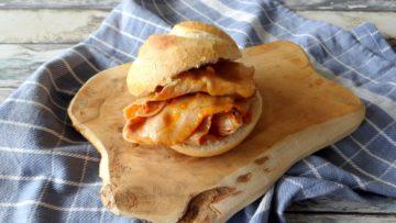 Broodje warm vlees met piri piri saus