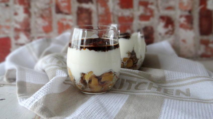 Yoghurt met karamel appelblokjes