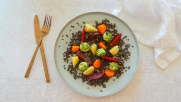 Beluga linzen met biet, wortel en pastinaak