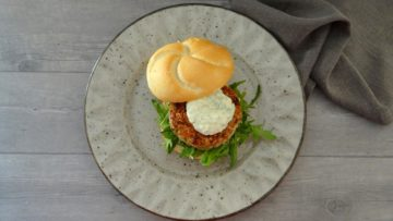 Kipburger met rode curry
