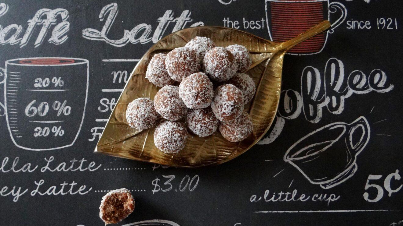 Kokos, noten en pindakaasballetjes