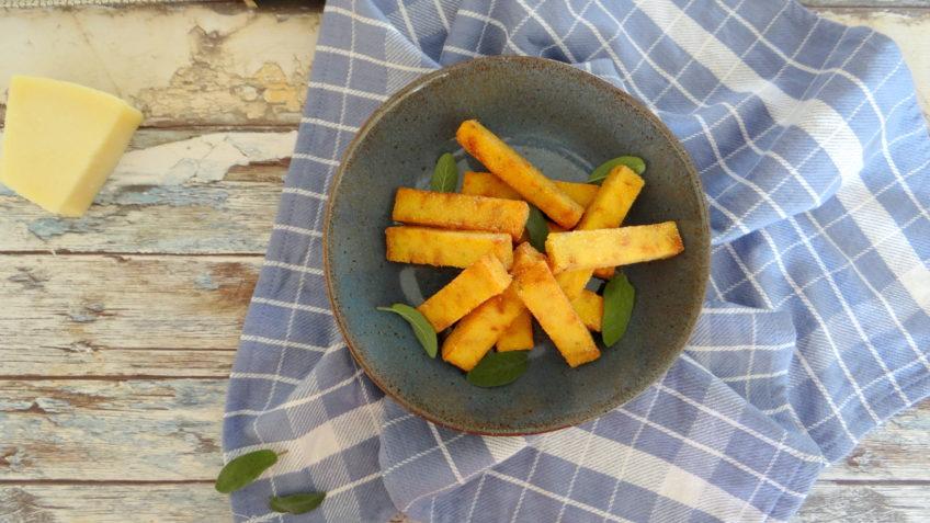 Polentafrieten met salie en kaas