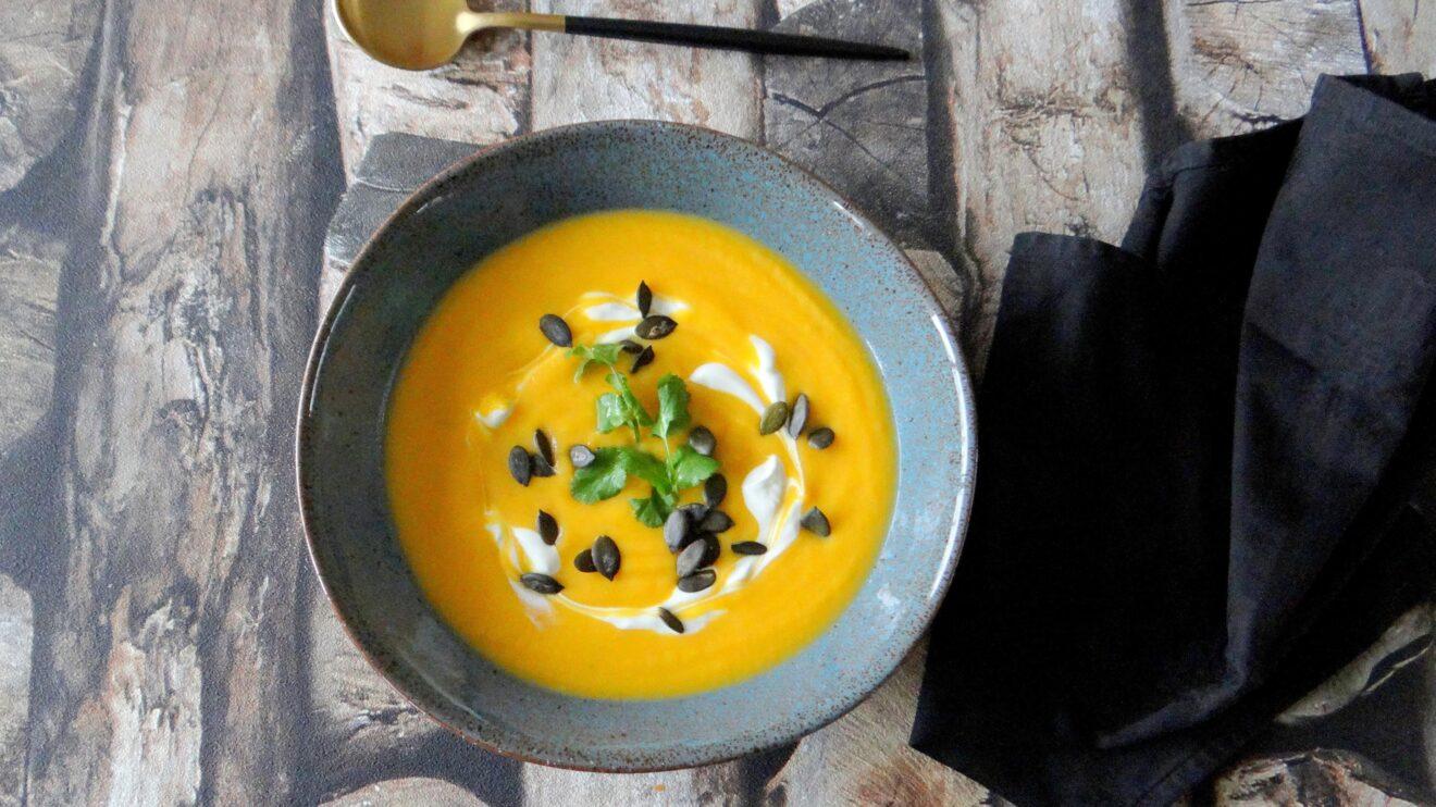 Pompoen, wortel, pastinaak curry soep