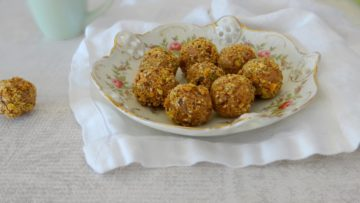 Mango bliss balls met cranberries en walnoten
