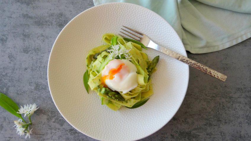 Het is nu het seizoen van de asperges en wij eten ze zo vaak mogelijk.