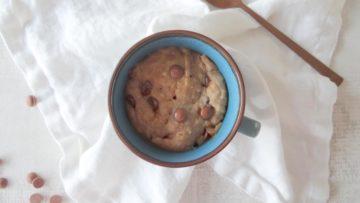 Ben jij gek op een mug cake, dan moet je deze pindakaas chocolade mug cake echt eens proberen.