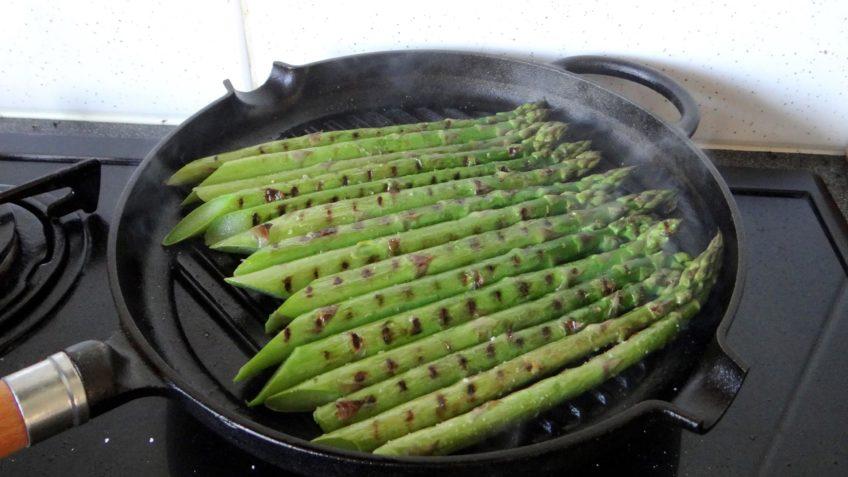 Tarwesalade met asperges en ricotta