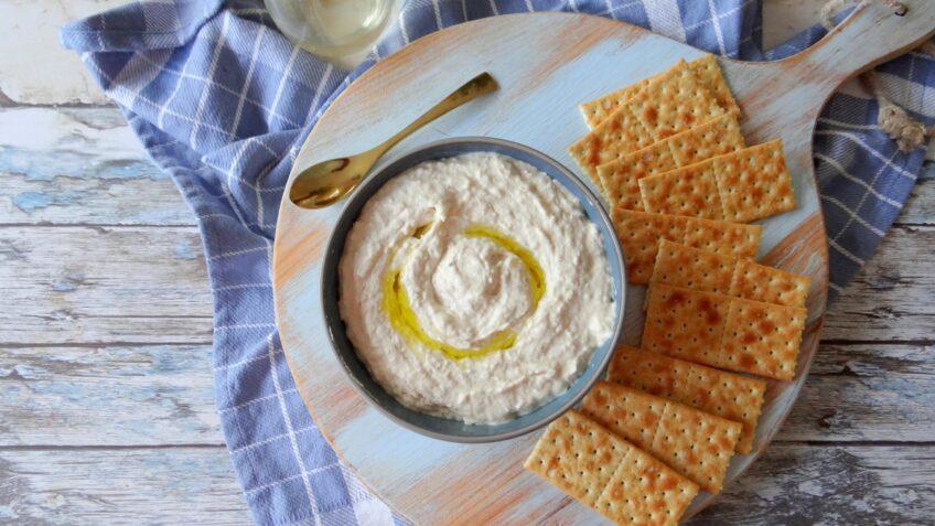 Hummus gemaakt van aspergeschillen