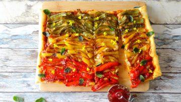 Plaattaart met drie kleuren paprika