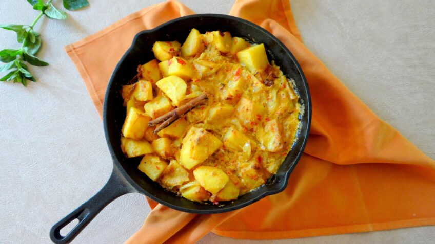 Kashmiri chili aardappel curry