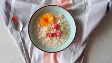 Pêche Melba overnight oats