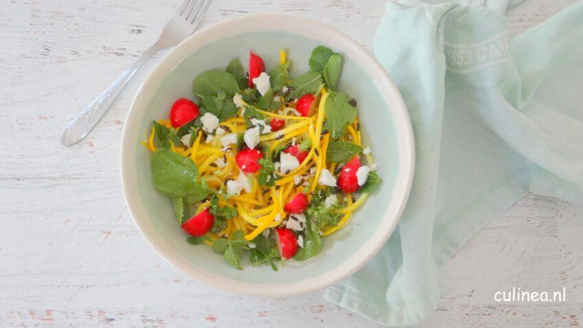 Courgetti salade met feta en kruiden