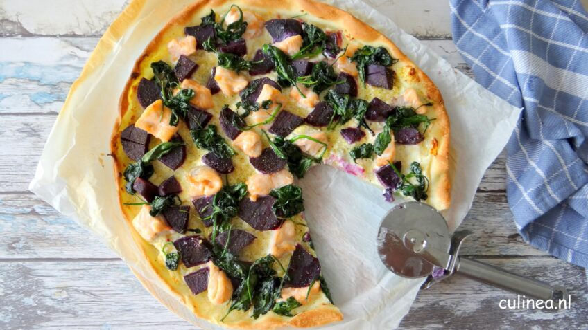Pizza met zalm en zoete paarse aardappelen