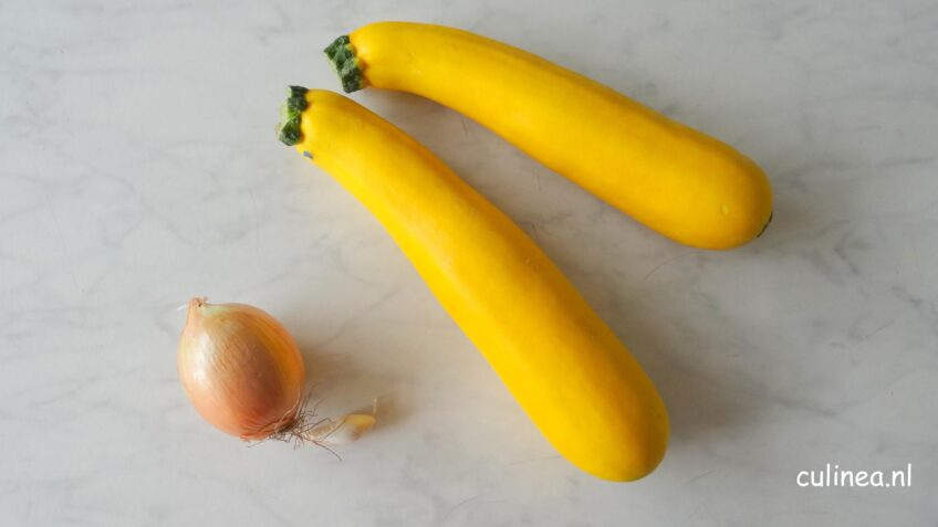 Romige gele courgette soep