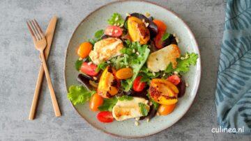 Gegrilde halloumi en nectarine salade
