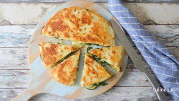 Piadine gevuld met groente en kaas