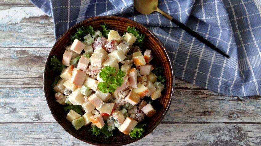 Waldorf salade met gerookte kip