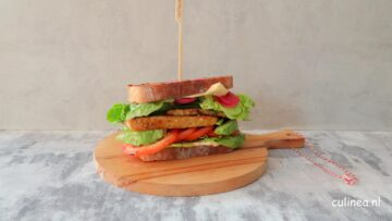 Club sandwich met tempeh