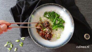 Kipgehaktballetjes met bimi en rijst