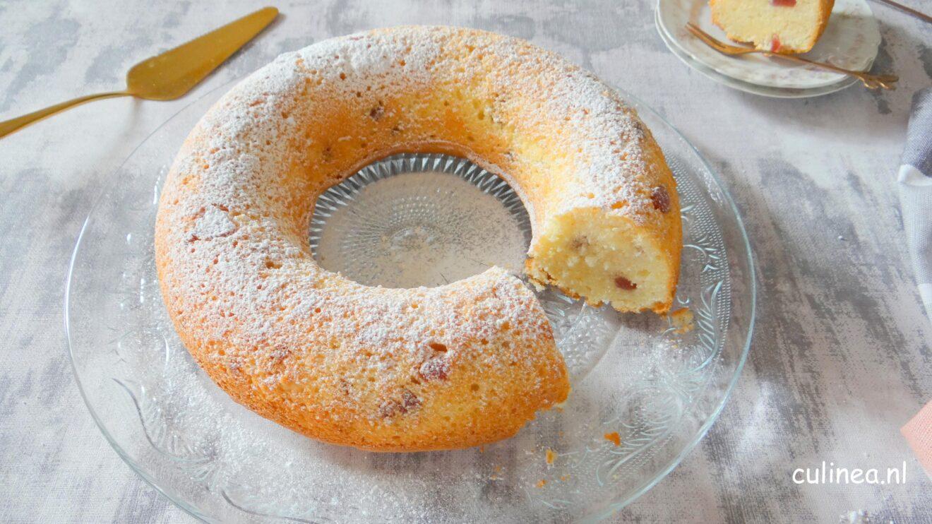Luchtige cake met kokos en aardbei