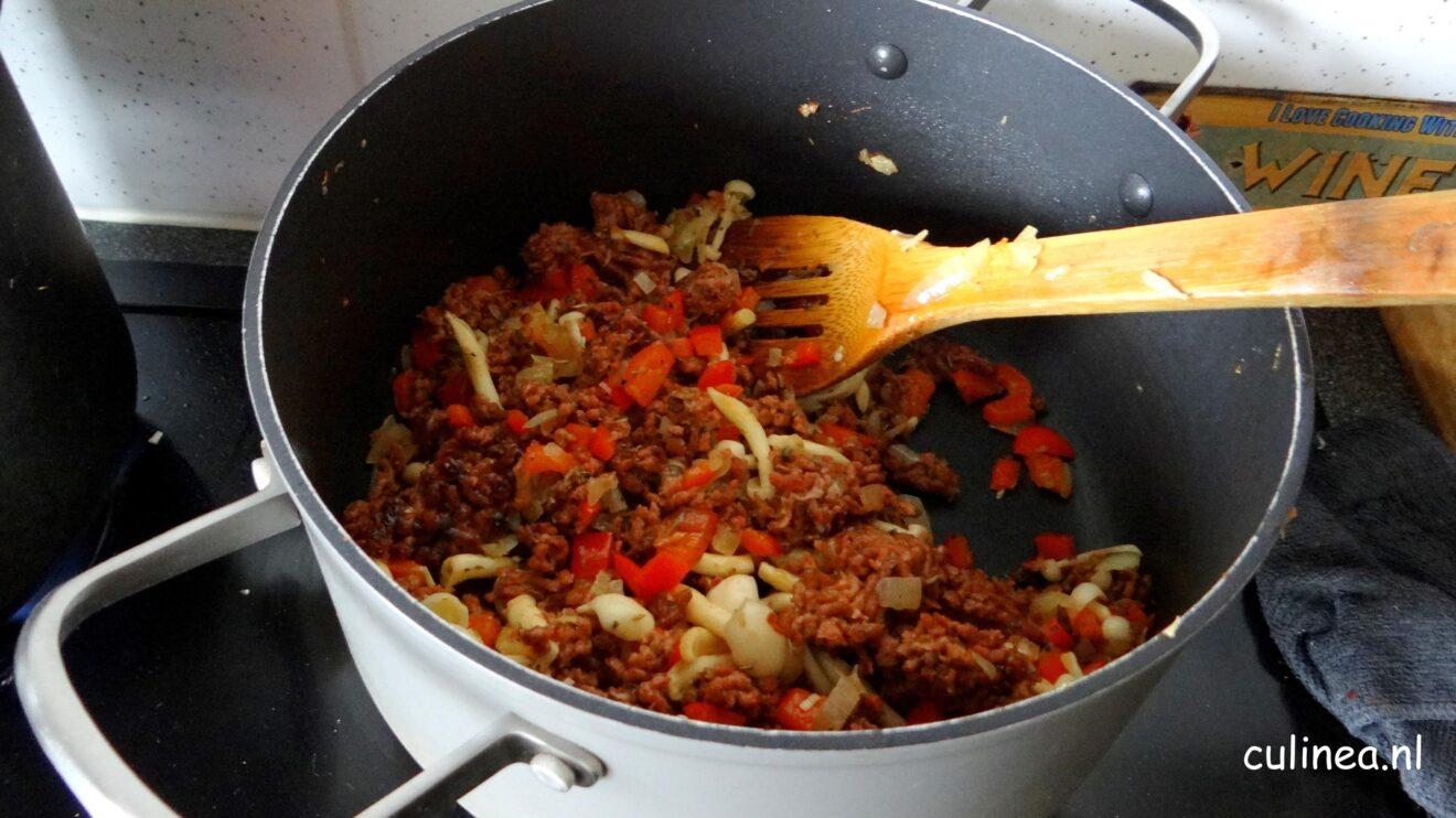 Pasta met vegetarisch gehakt en tomatensaus