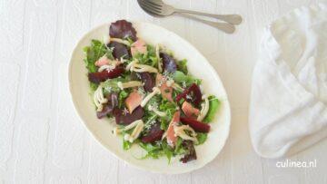Salade met biet, forel en paddenstoeltjes