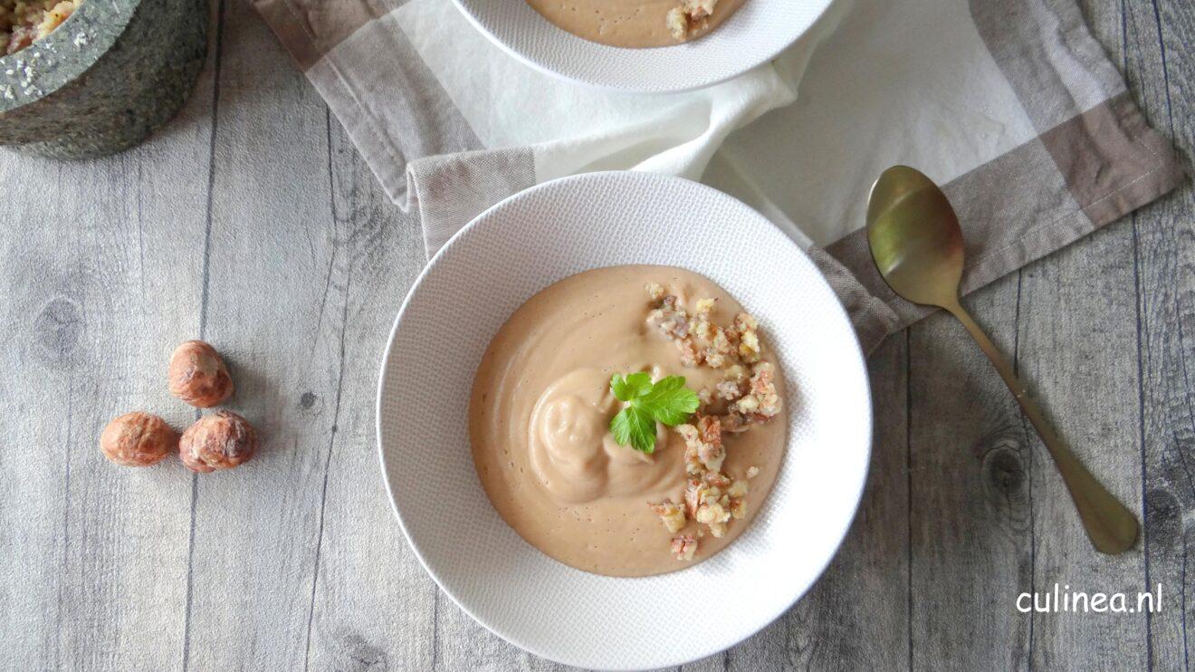 Bloemkool en kastanje soep