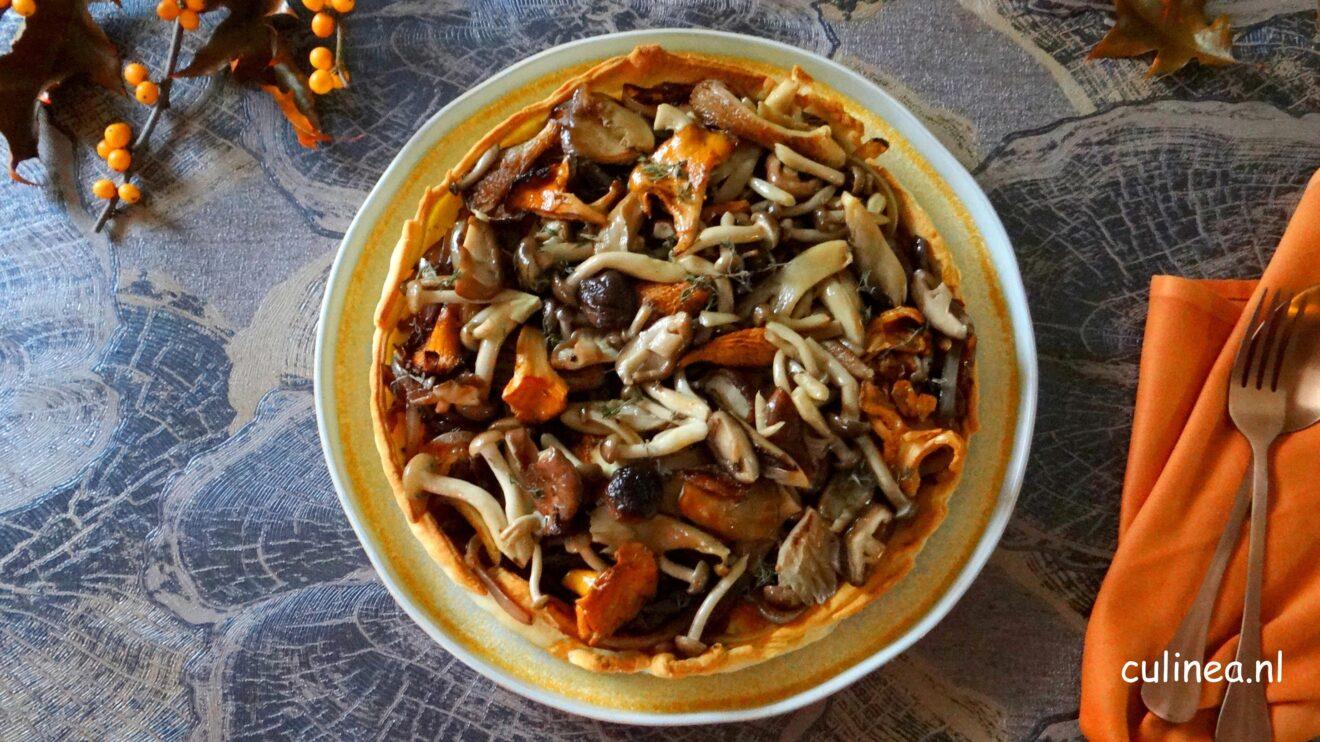 Hartige taart met balsamico uien en paddenstoelen