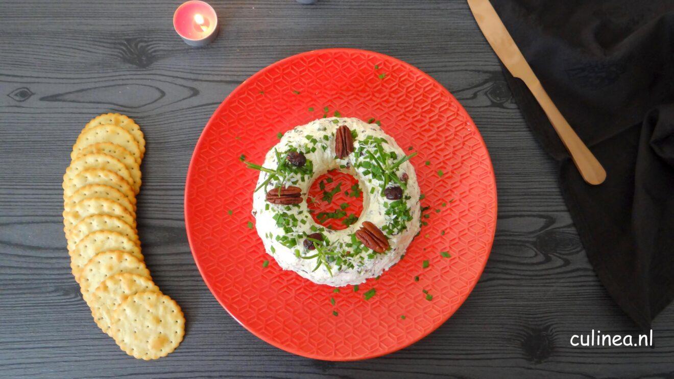 Krans van roomkaas met cranberries en pecannoten