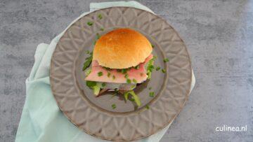 Broodje forel met rettich en mierikswortelsaus