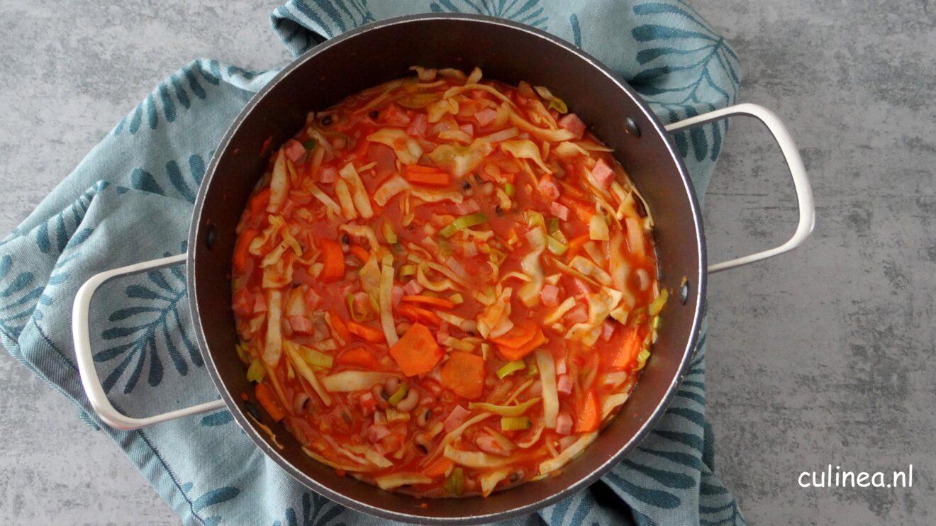 Witte kool, bonen en tomatensoep