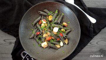 Zwarte pasta met zeevruchten