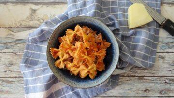 Chips gemaakt van farfalle