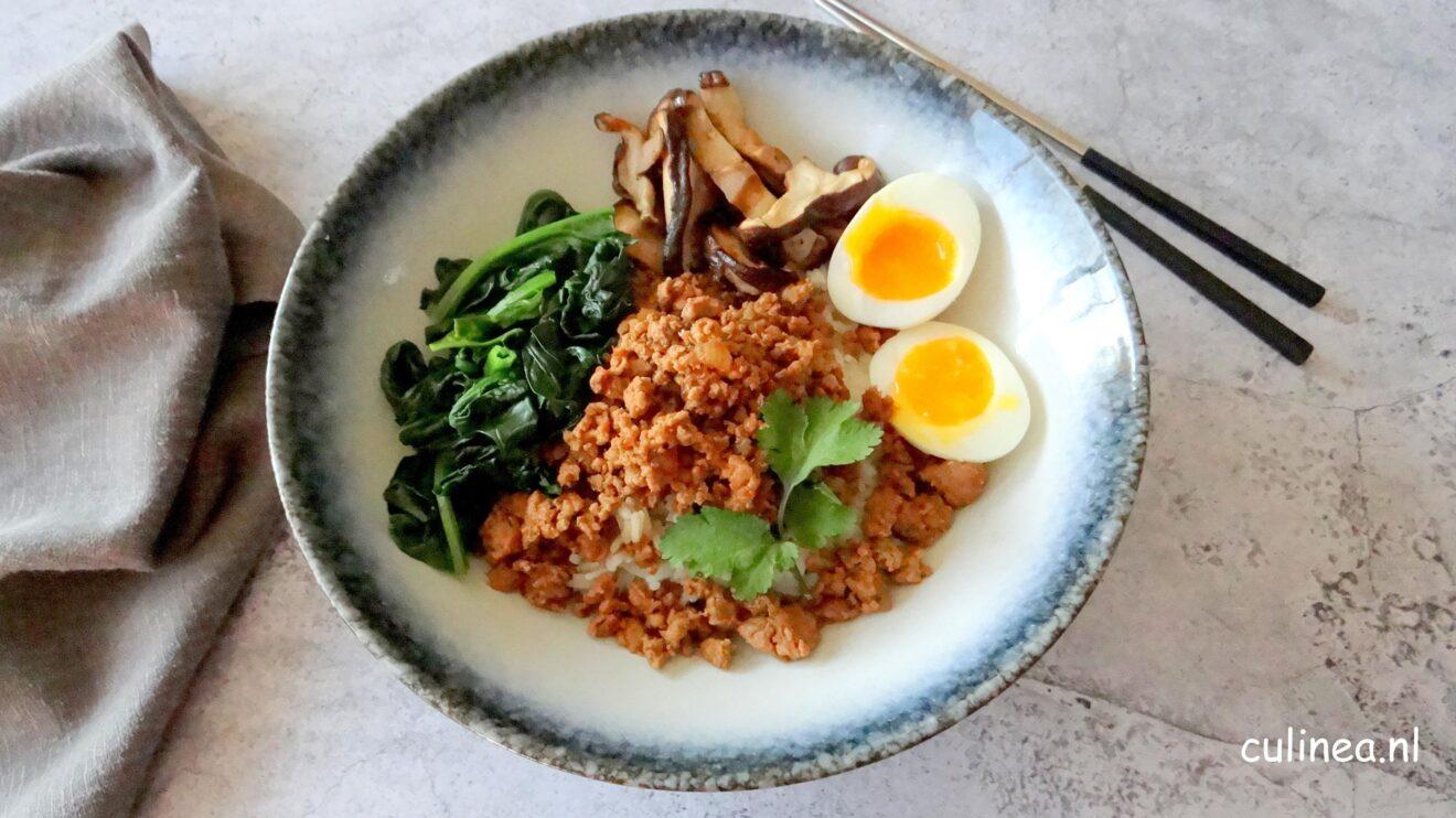 Rijst met gehakt, spinazie en shiitake
