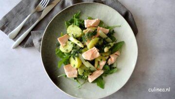 Salade met zalm, asperges en aardappelen