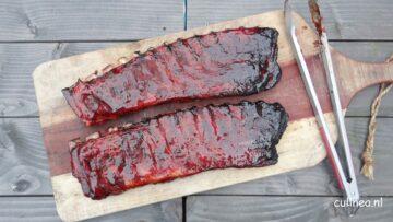 Spareribs van de barbecue