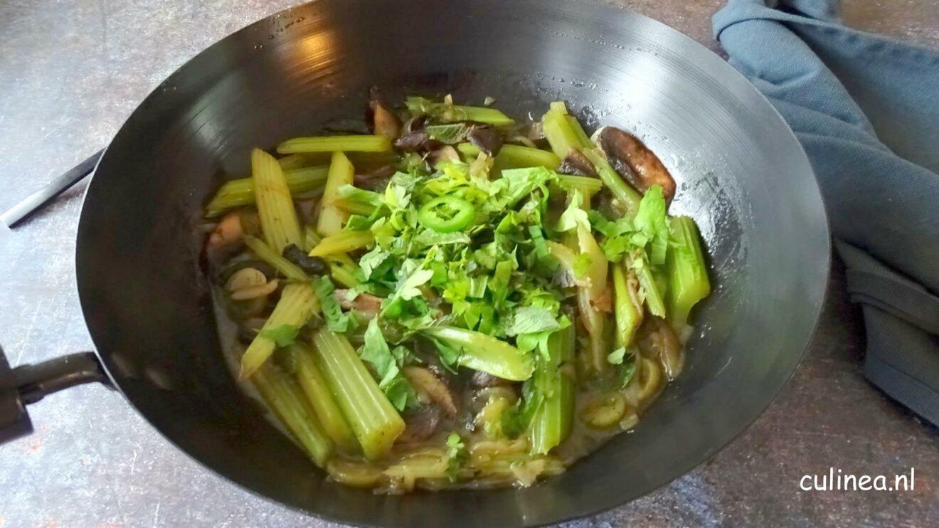 Vegetarisch stoofpotje met bleekselderij