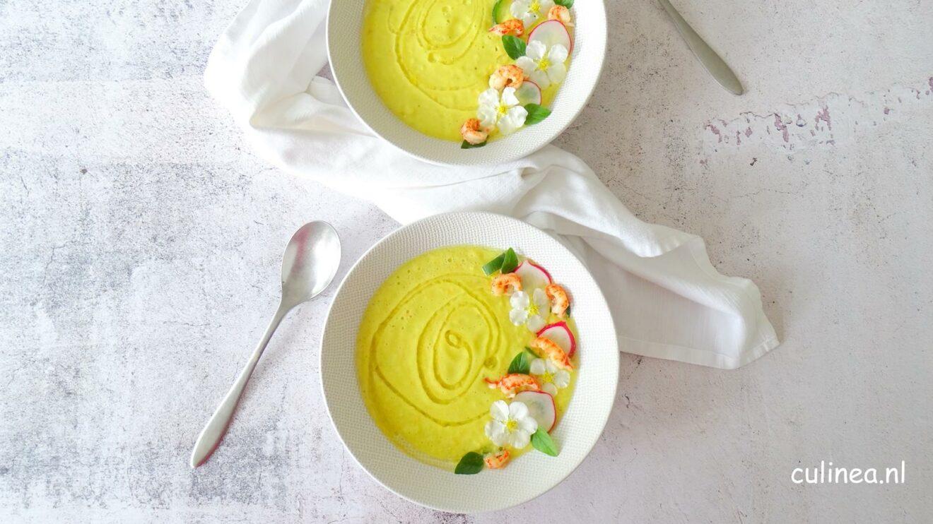 Gele gazpacho met rivierkreeftjes