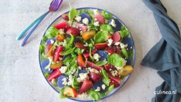 Salade met bietjes, truffelaardappelen en pruimen