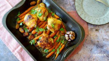 Traybake met kippendijen, wortelen en abrikozen