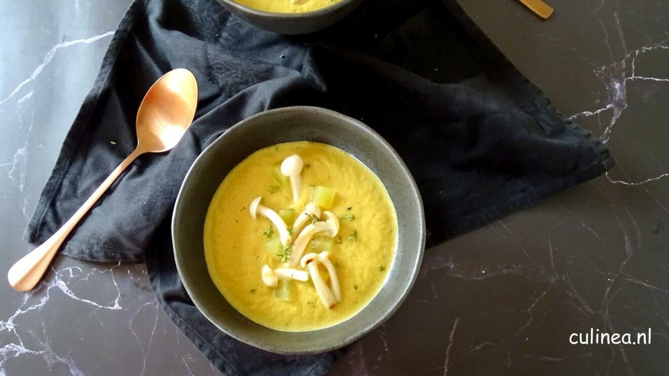 Gele bietensoep met ras-el-hanout