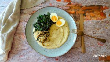 Palmkool en paddenstoeltjes met hummus